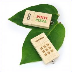 flash disk ve dřevě